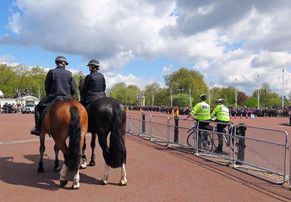 Einst und jetzt vor dem Buckingham Palast