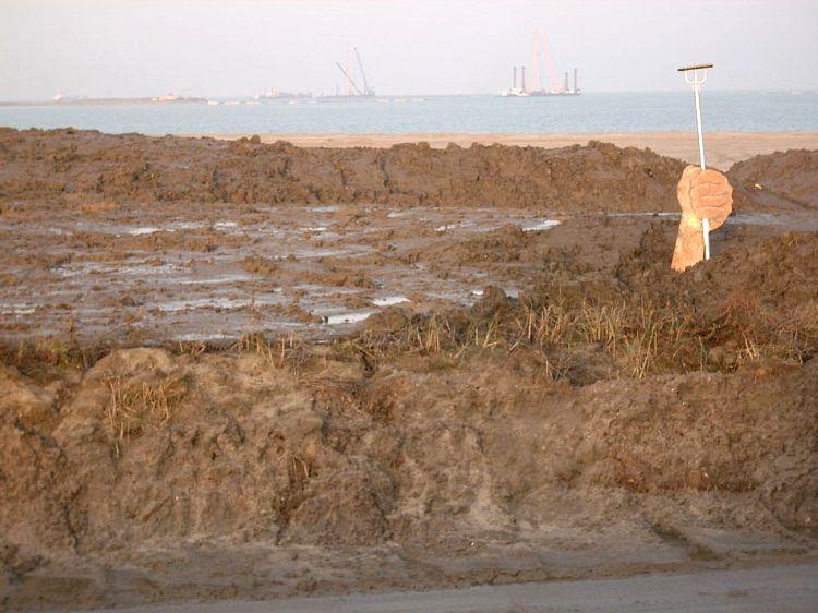 Einst war es unser Sandstrand, bald der JADE WESER PORT