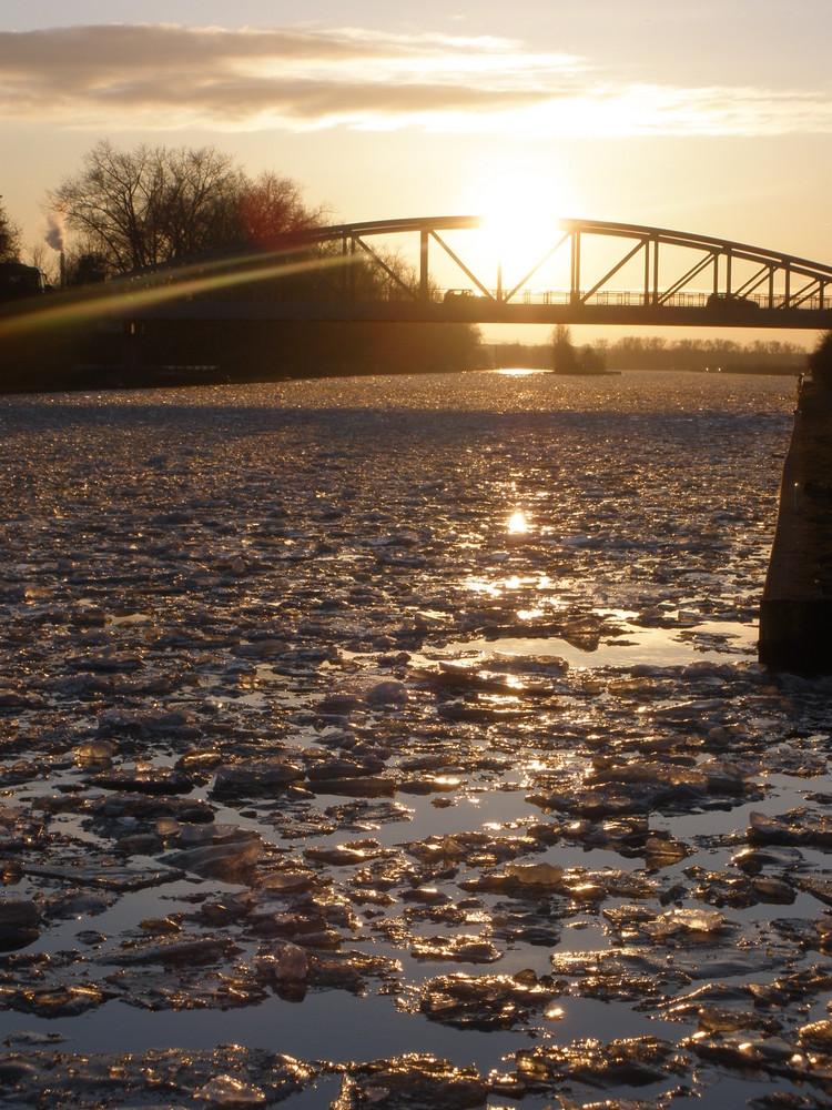 Eis am Kanal