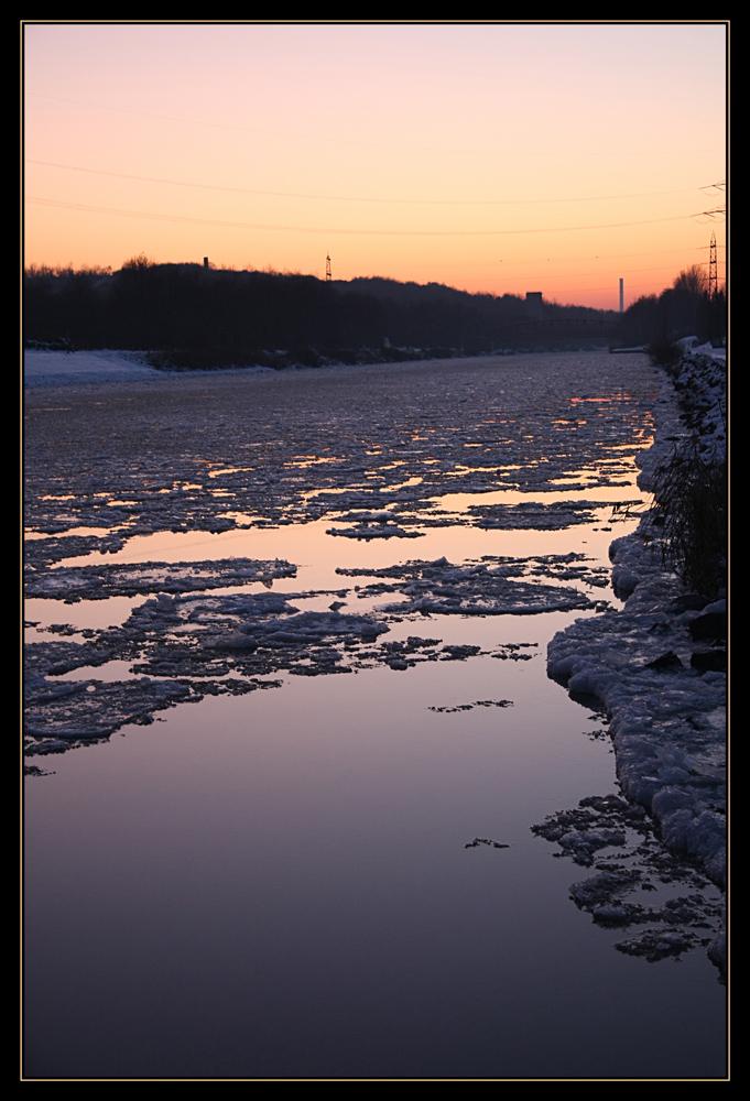 Eis auf dem Rhein-Herne-Kanal