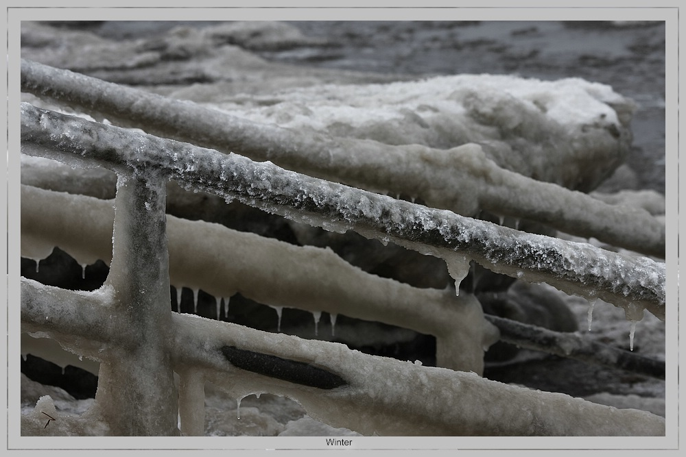Eis-Treppe ins Meer