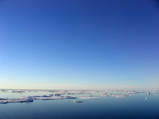 Eis und Himmelsblau