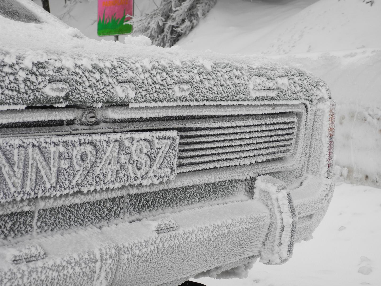 Eis uns Schnee am 25.12.2010 Ford 17m P7 im Kältetest am Kahlen Asten