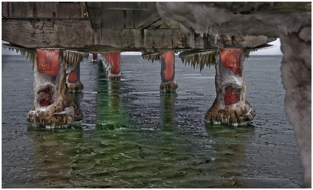 Eis unter der Seebrücke
