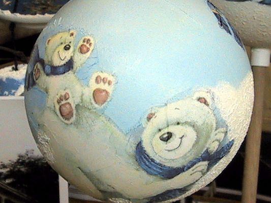 Eisbären beim Spiel