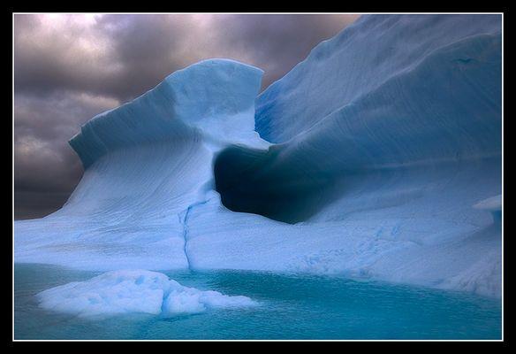 Eisberg im Abendlicht