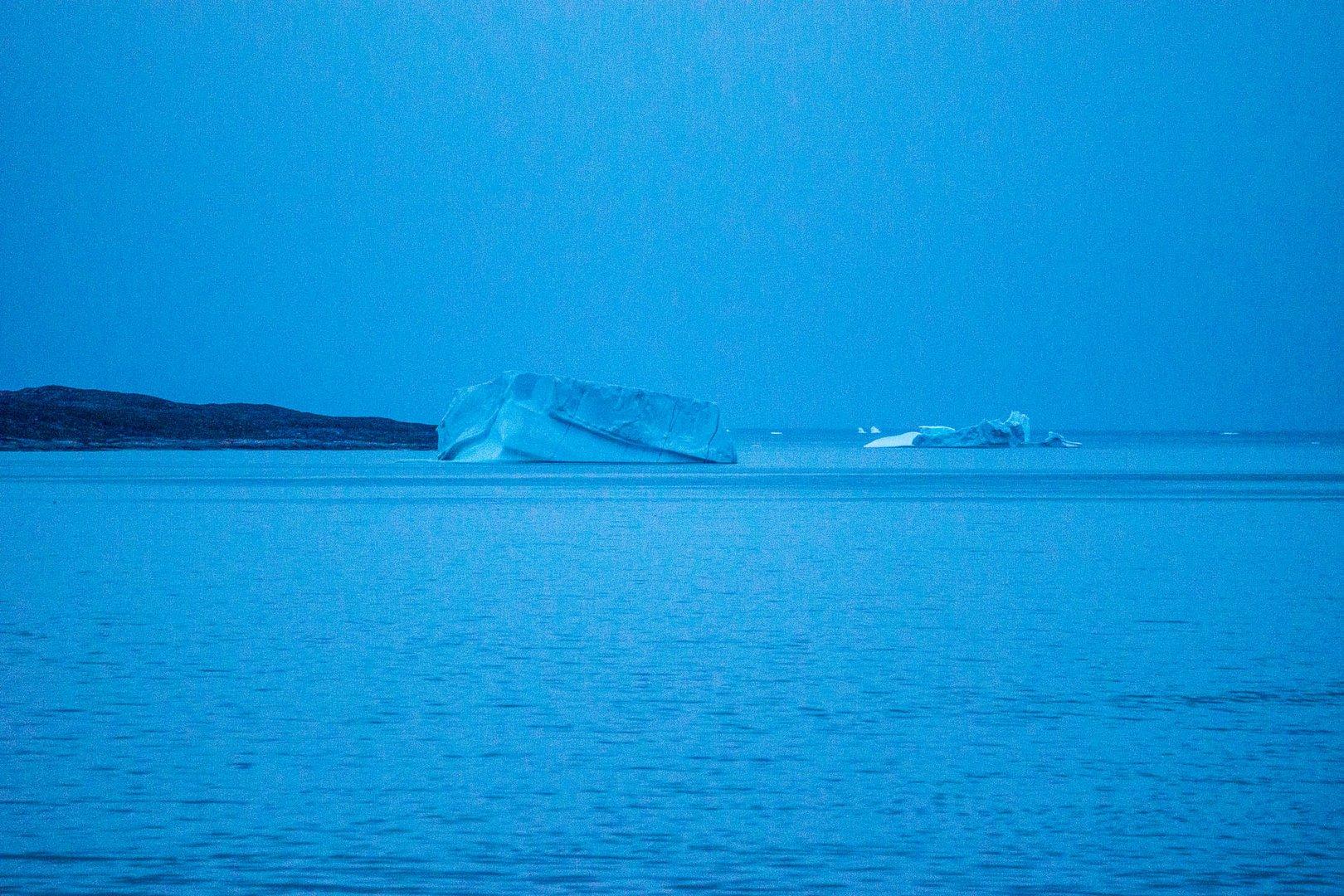 Eisberge im Abendlicht