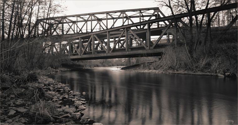 Eisenbahn-Brücken-Kreuzung