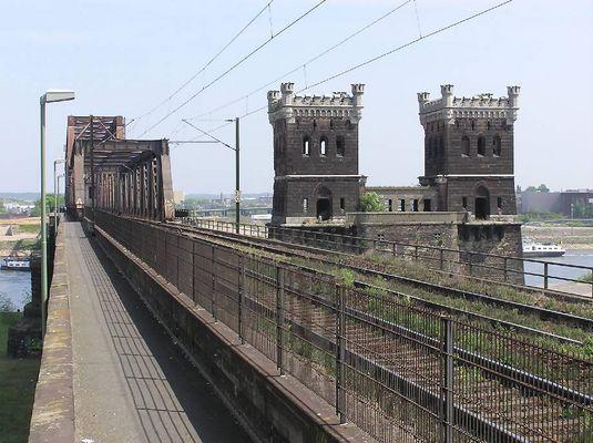 Eisenbahnbrücke Duisburg-Hochfeld