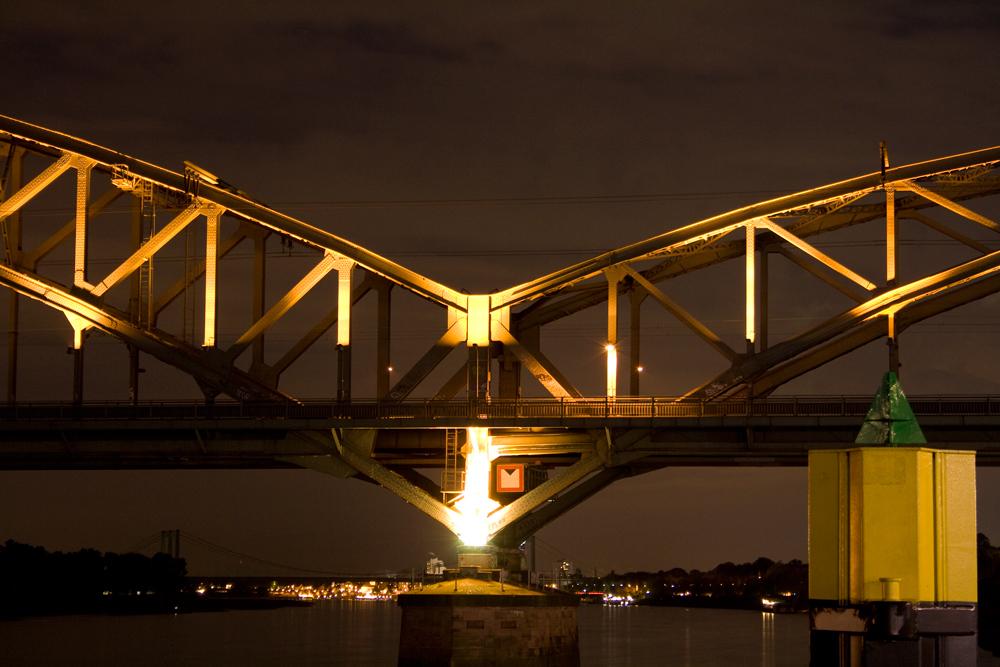 Eisenbahnbrücke in Köln II