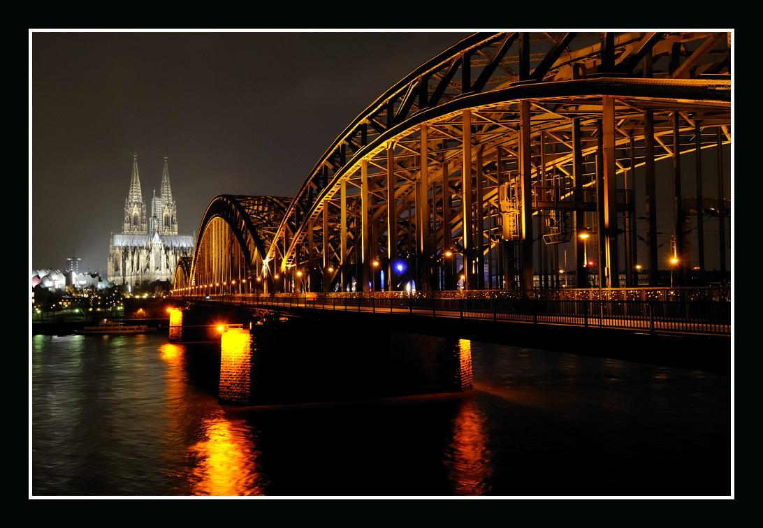 Eisenbahnbrücke mit Kölner Dom