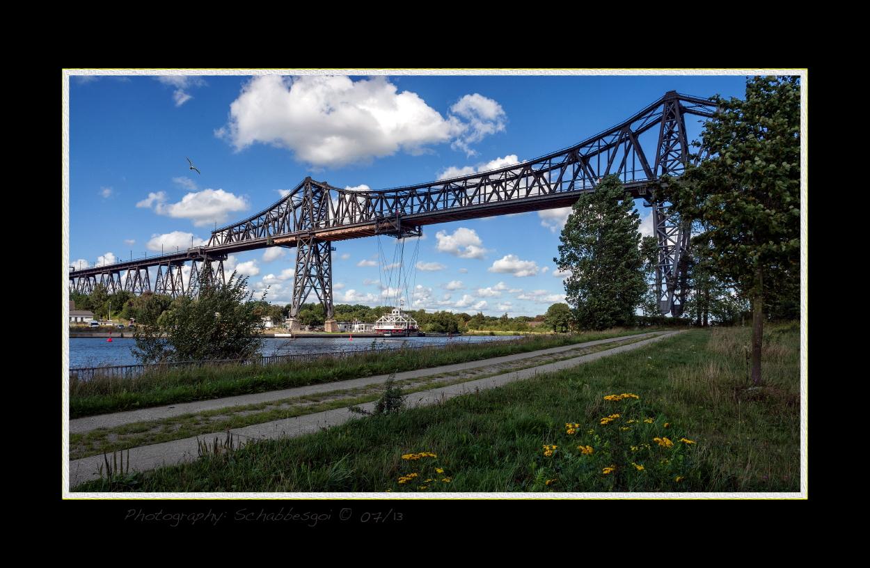 Eisenbahnbrücke mit Schwebefähre