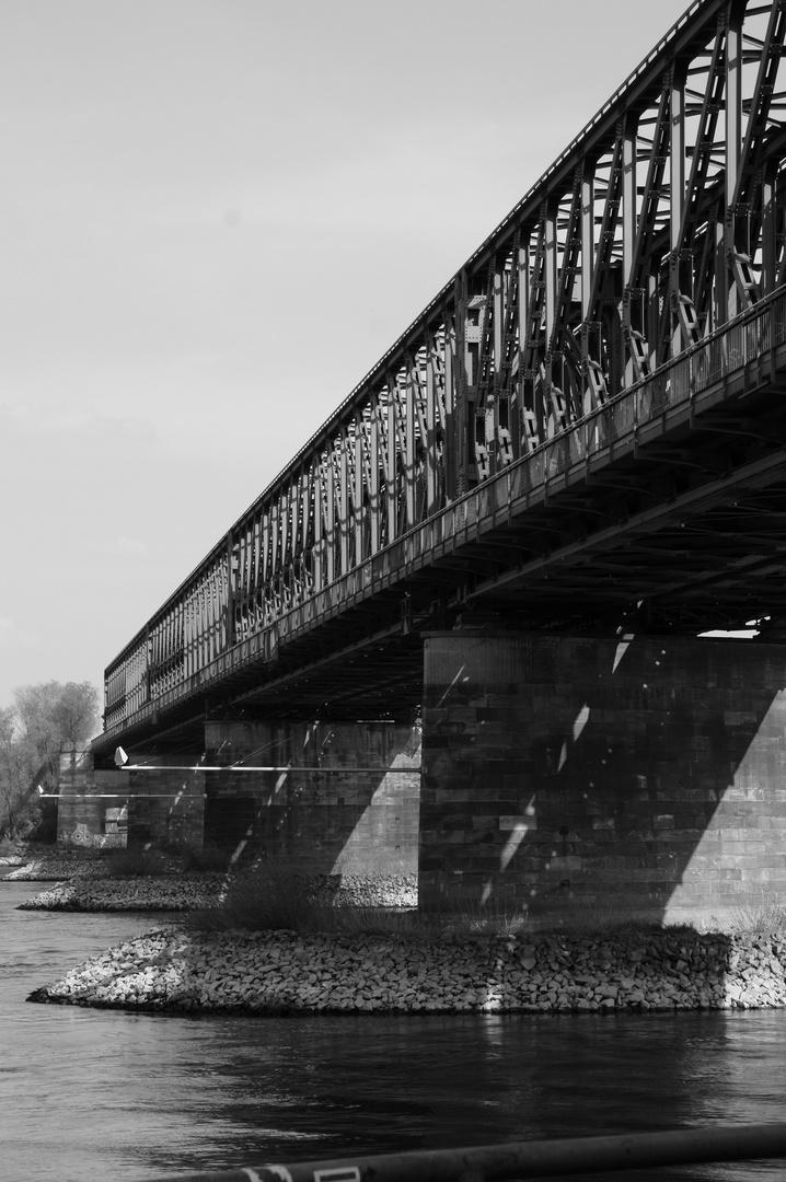 Eisenbahnbrücke über den Rhein