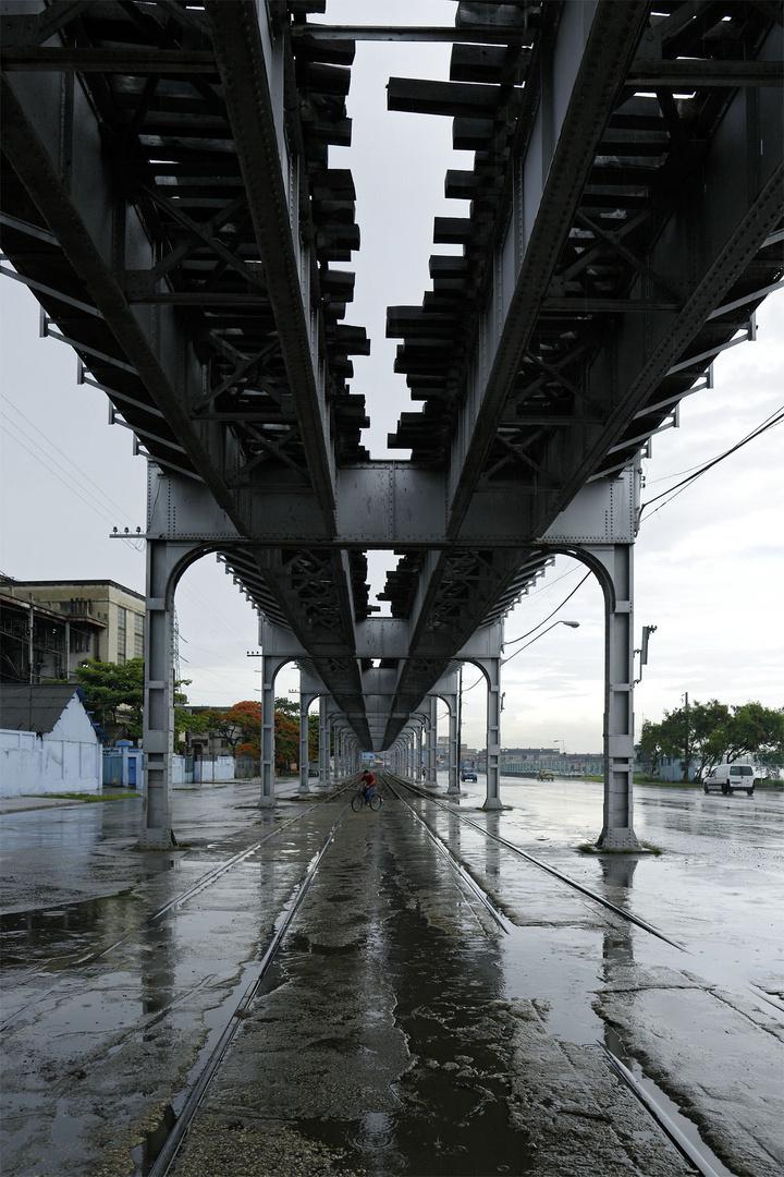 Eisenbahntrasse in Havanna, Kuba