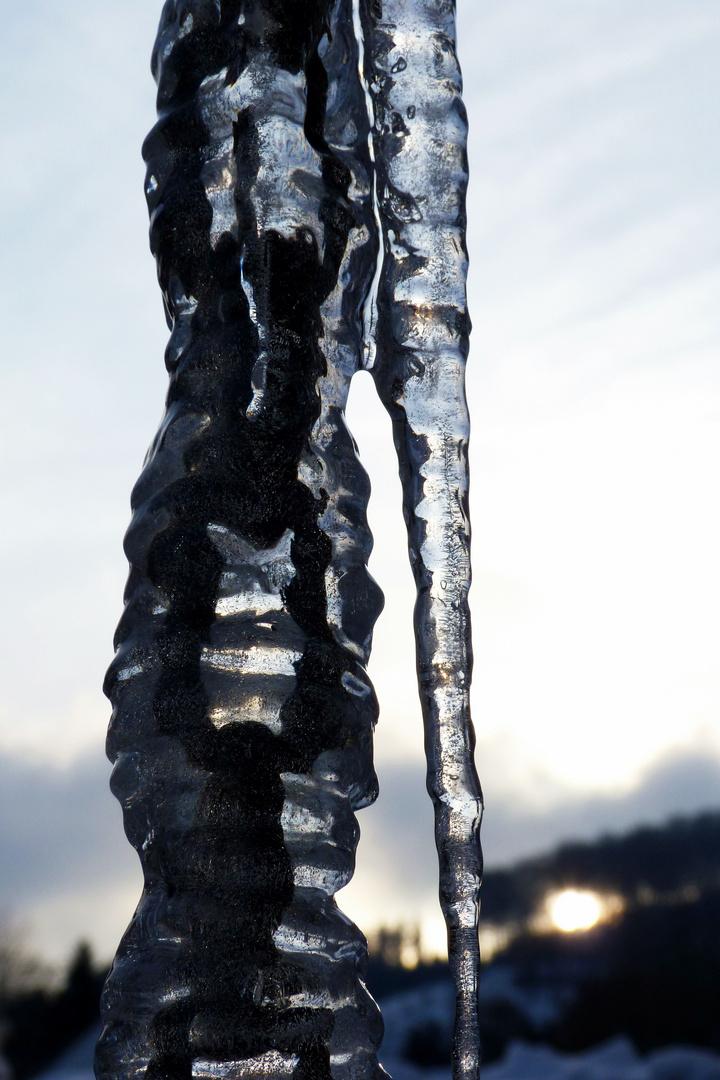 Eisenkette gefangen im Eis