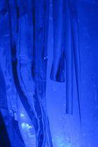 Eisformationen in einer Gletscherspalte 4