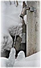 eisiger Wasserhahn