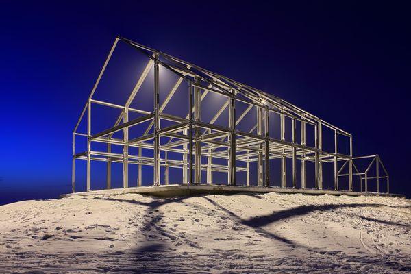 Eisiges Hallenhaus im Winter – Halde Norddeutschland