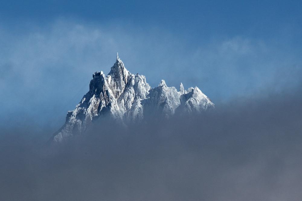 Eisiges Schloß in den Wolken