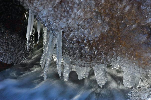 Eiskristalle am Berninabach