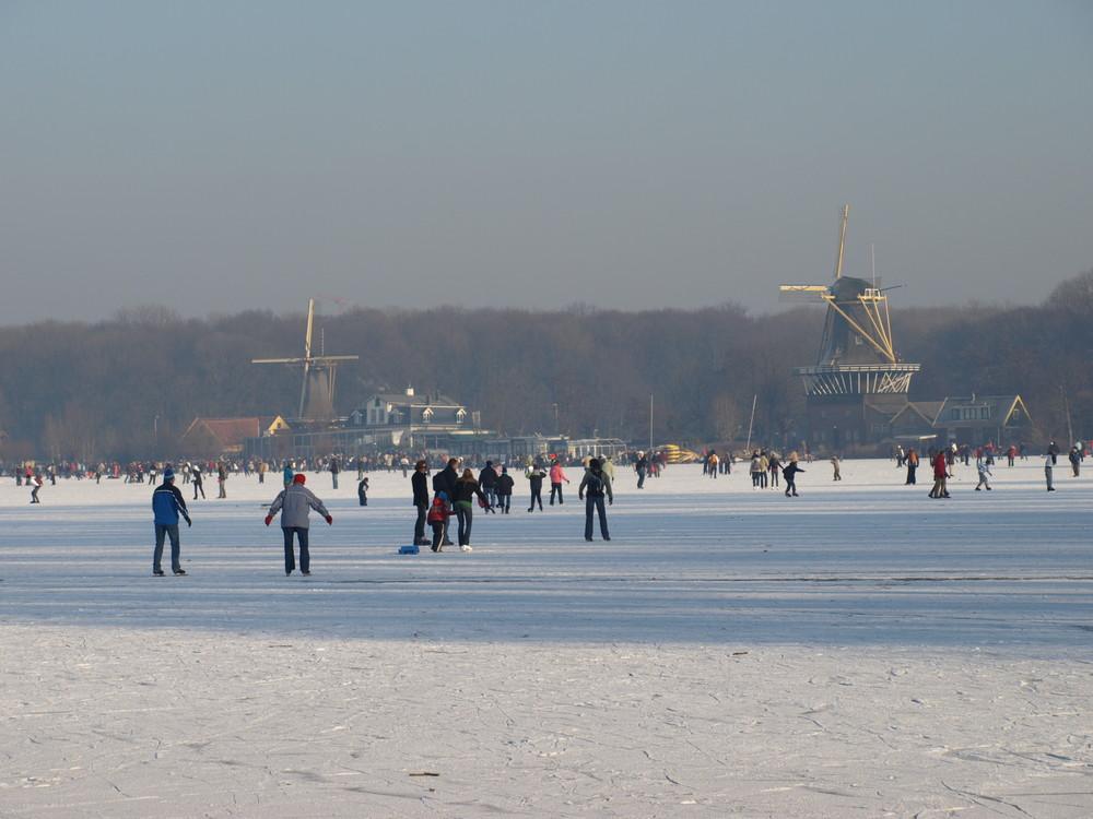 Eisläufer auf dem Kralinger See ( Kralingse Plas ) -14-