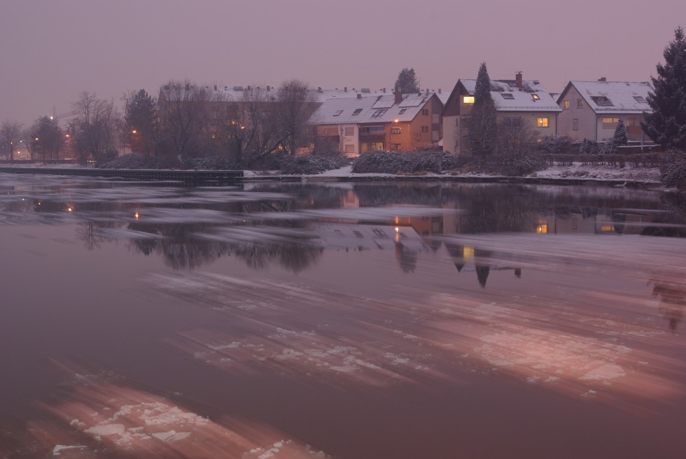 Eisschollen auf dem Kanal