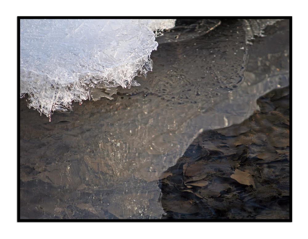 Eisüberhang am Mutzbach