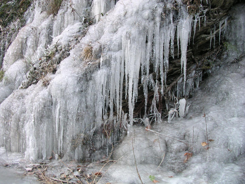 Eiswasserfall hinter Isenburg