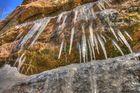Eiszapfen am roten Sandstein