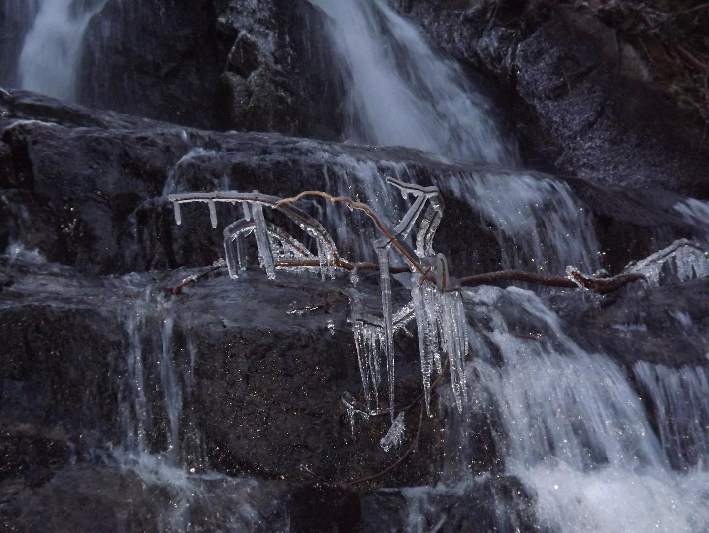 Eiszapfen im Wasserfall
