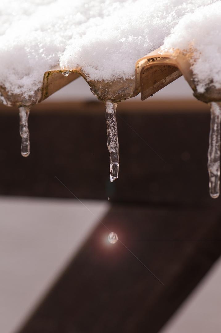Eiszapfen mit Tropfen