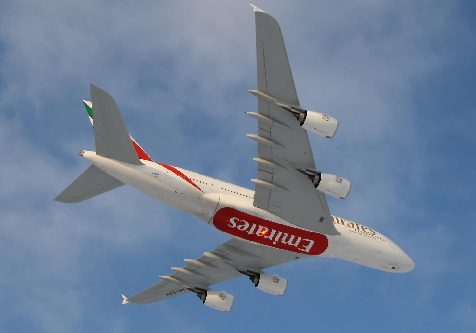 EK A380 #08 Low Level rwy05