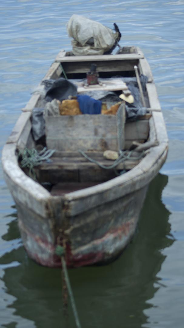 el bote en alta mar