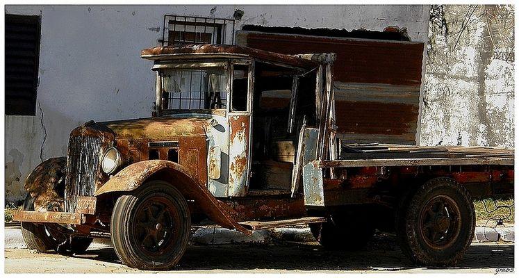 El camión.