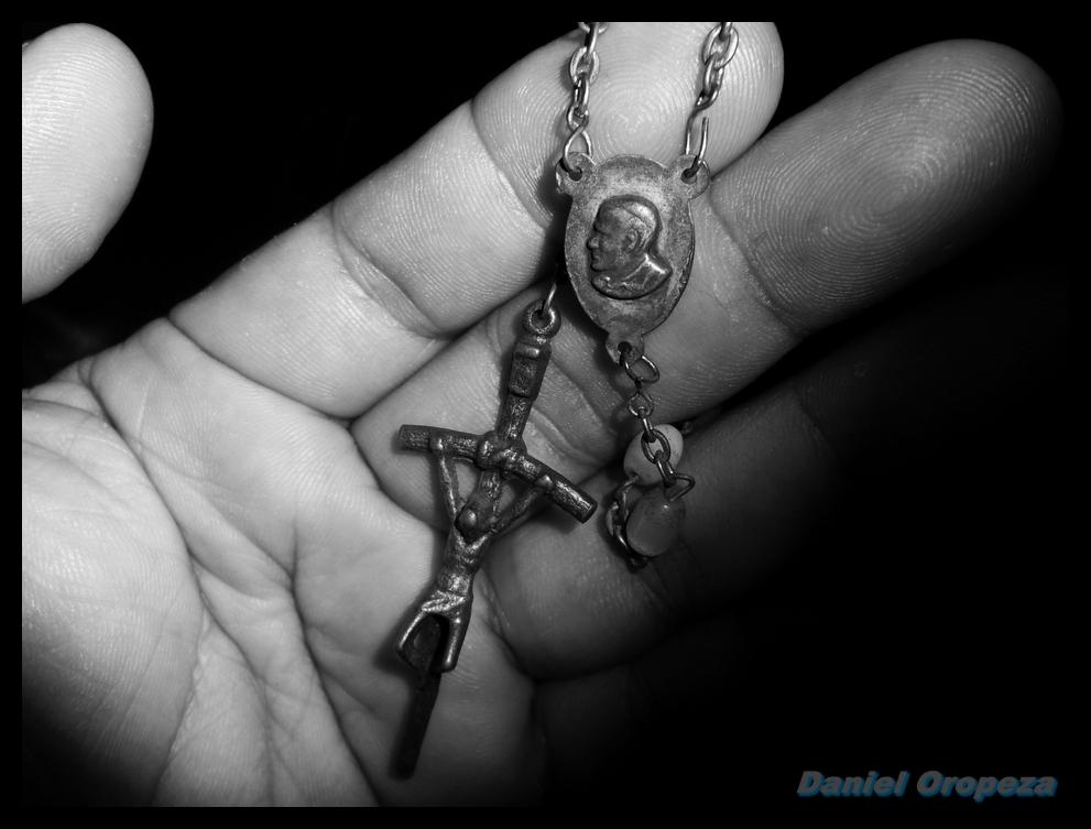 El Cristo y Juan Pablo en mis manos