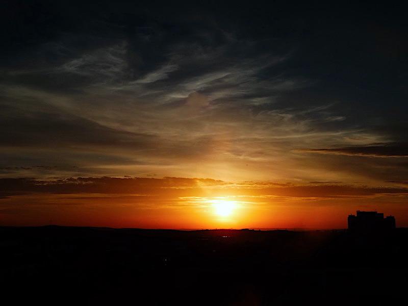 El dÍa que el Sol no se oculte....a éste Planeta nuestro, lo habremos perdido.