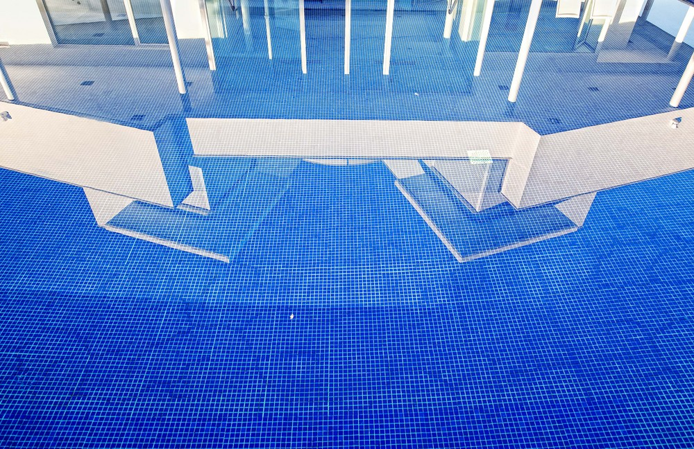 El fondo de la piscina