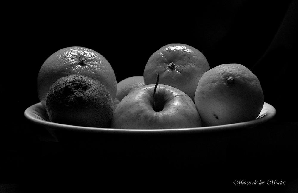 ...el frutero oscuro...en BN...