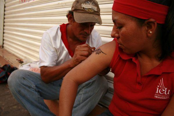 El hombre de los tatuajes
