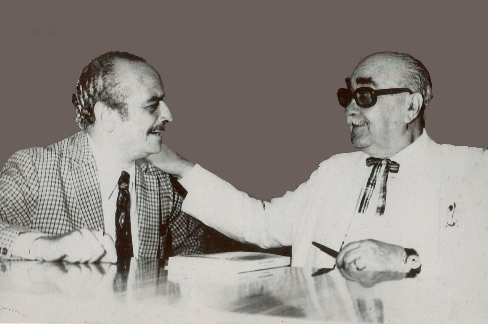 """""""El Moro"""" Álvarez con Arturo Jauretche, en el Bar Ruiz"""