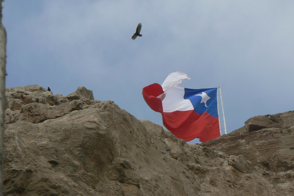 El Morro de Arica et le drapeau national Chilien