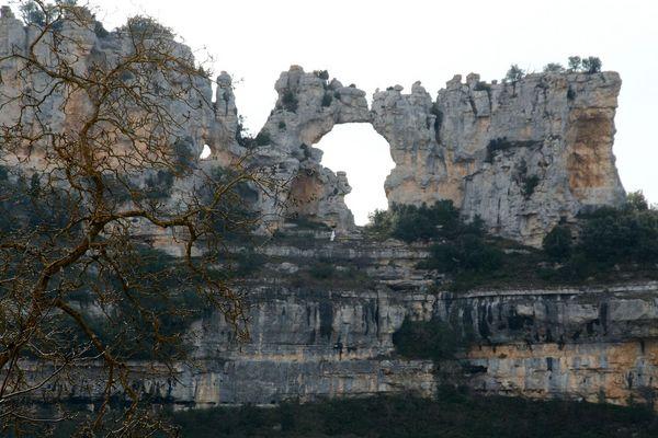El relieve kárstico crea formas originales en Orbaneja del Castillo (Burgos)