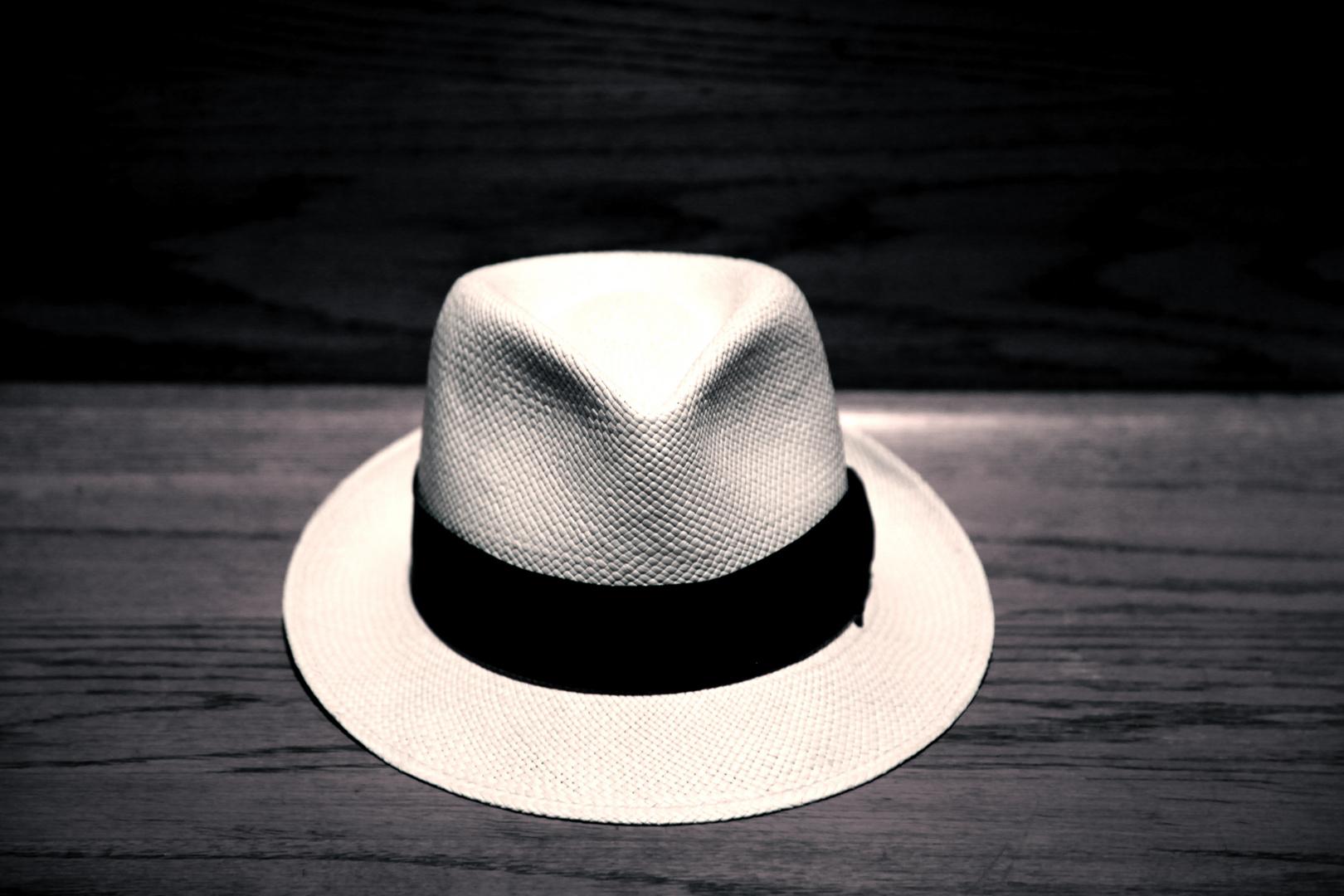 El sombrero andariego de la noche