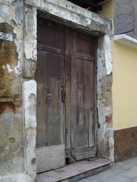 El tiempo tambien pasa por la puerta