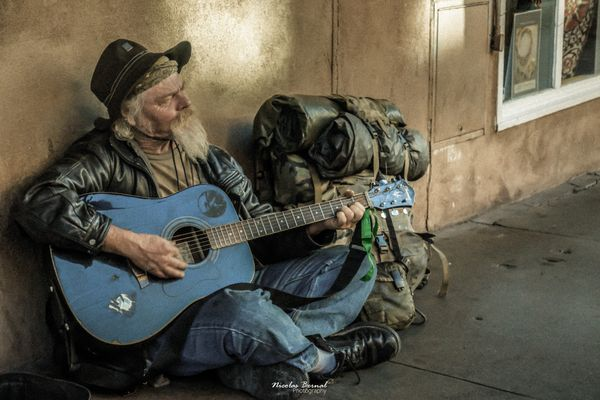 El viejo y su musica