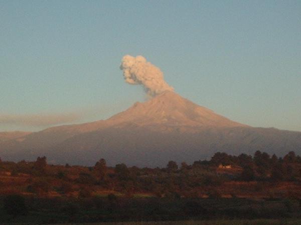 El volcán Popocatépetl enojado
