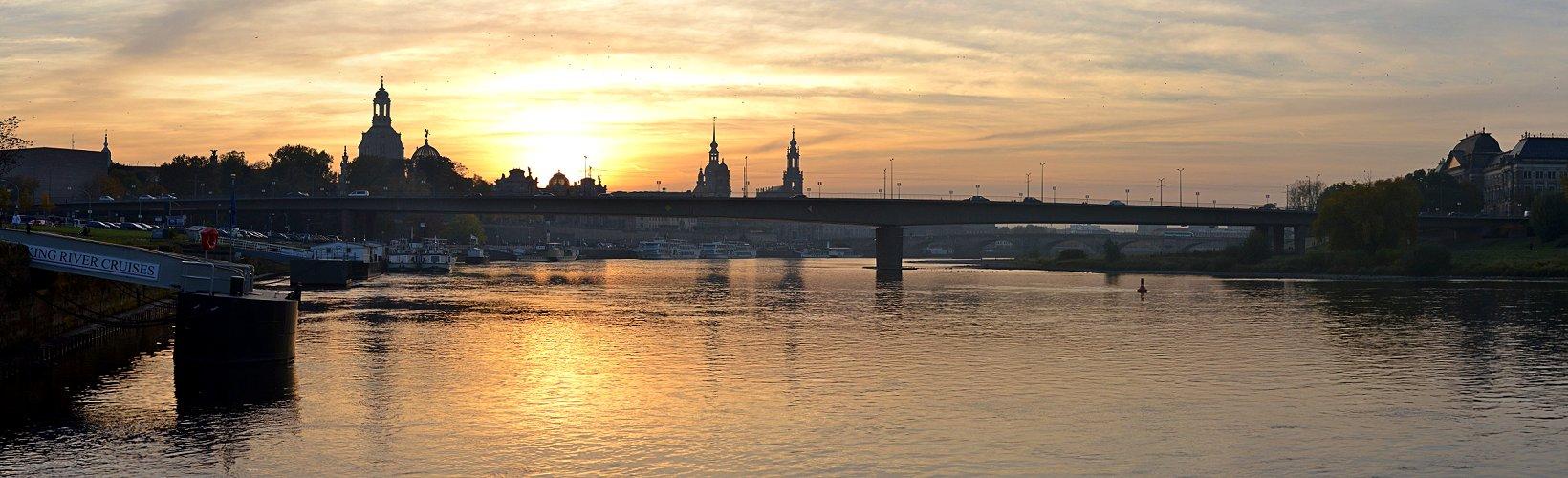 Elbe und Altstadt im Gegenlicht