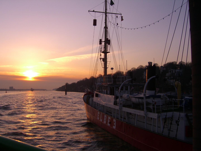 Elbe3 bei Sonnenuntergang