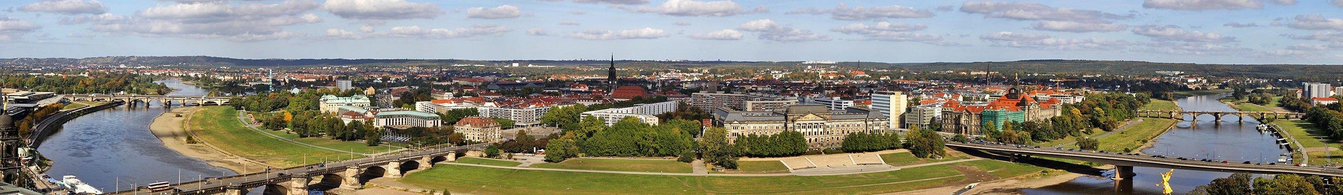 Elbebogen aus über 60 m von der Frauenkirche aus und für...