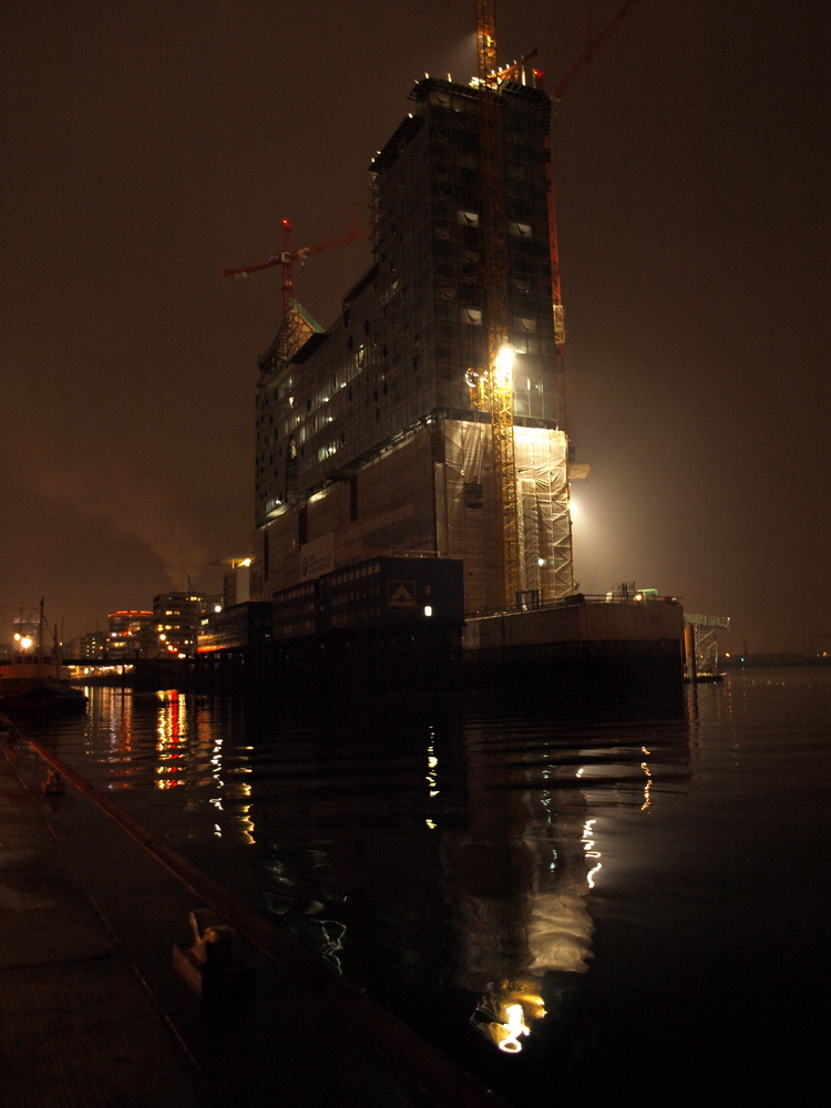 Elbphilharmonie by night, Hamburg